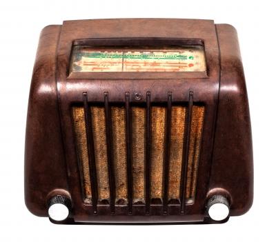 Vintage radio [Image courtesy of sippakorn at FreeDigitalPhotos.net]